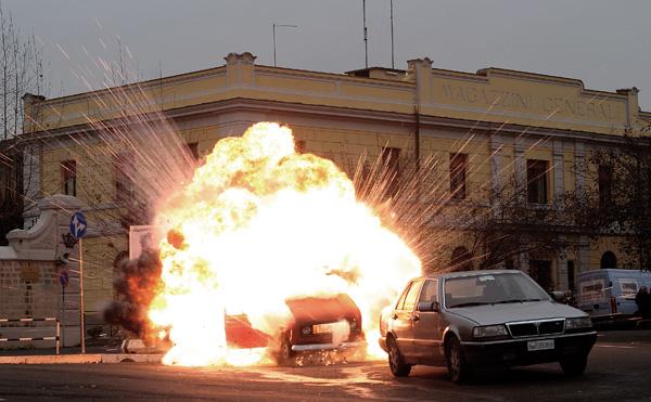 explosion-voiture-warner-704939.jpg
